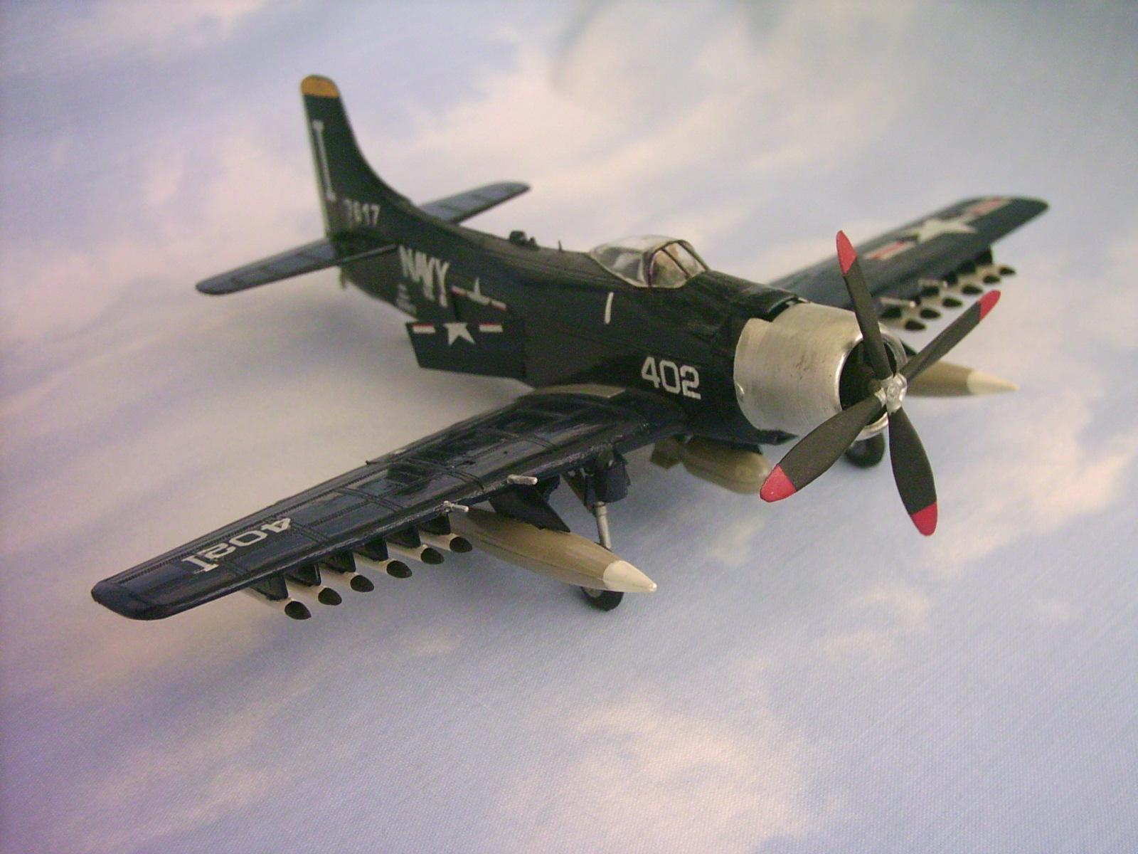 Skyraider Revell 3