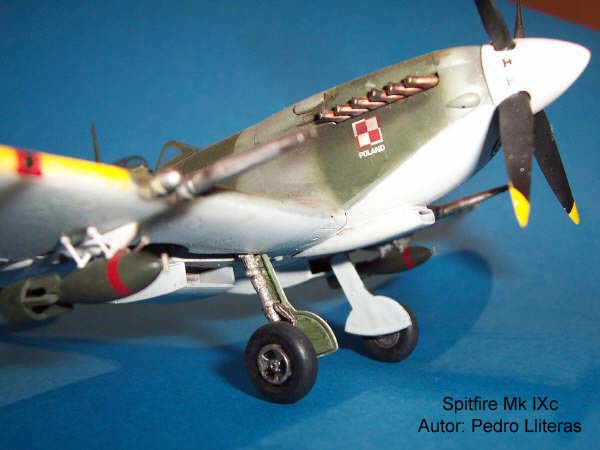 Spitfire Hasegawa 03