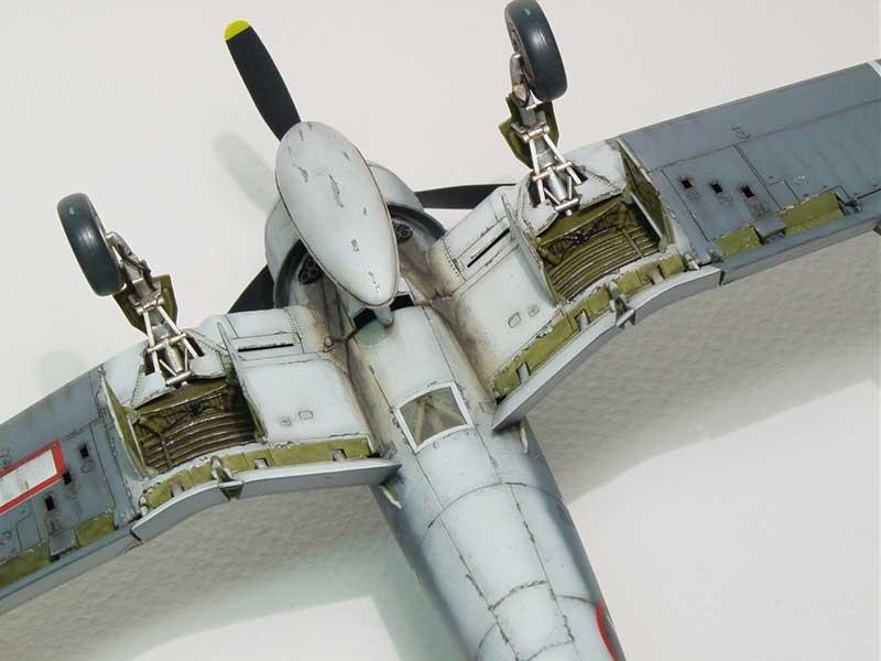 Tamiya F4U 08