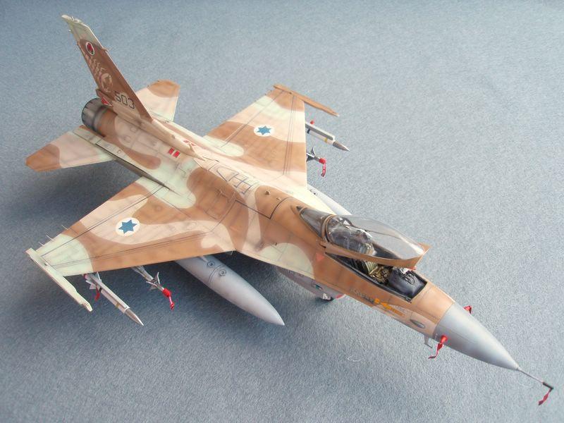 Hasegawa F-16 Falcon Agressor 02