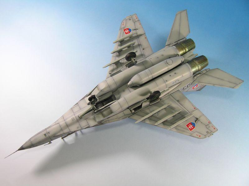 Maqueta Mig-29 inferior