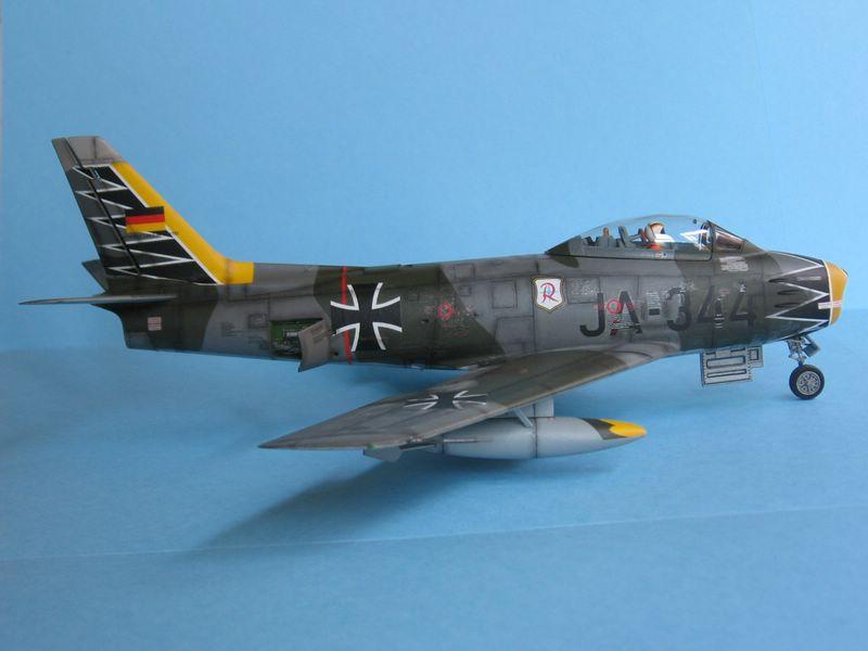 F-86 Sabre de Revell