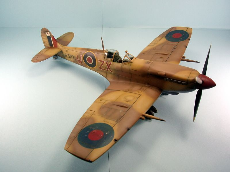 Maqueta Spitfire Hasegawa 3