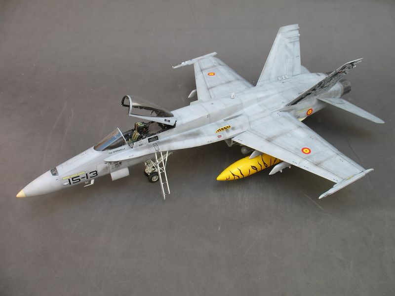 Maqueta de F-18 con decoración de la Tiger Meet