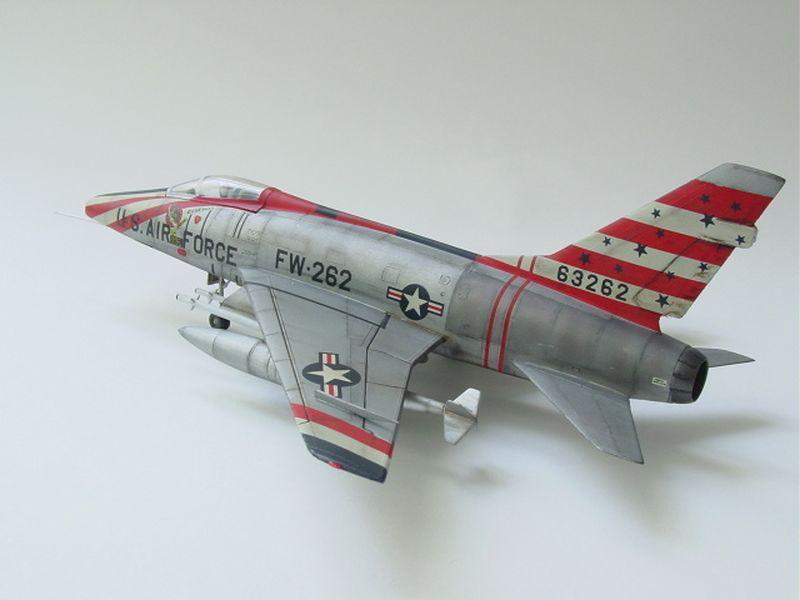 Lateral de la maqueta del F-100 de Hasegawa