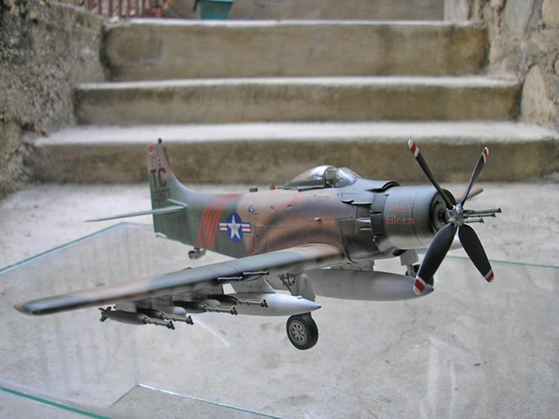 Maqueta A-1H Skyraider de Revell 01