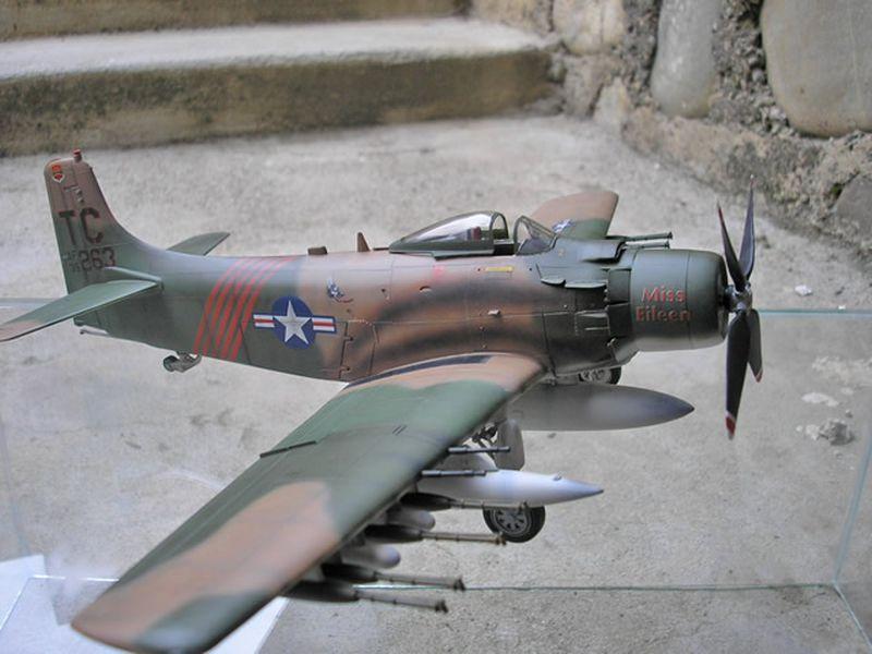 Maqueta A-1H Skyraider de Revell 03