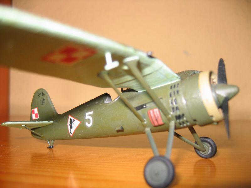 Maqueta avión P11 04