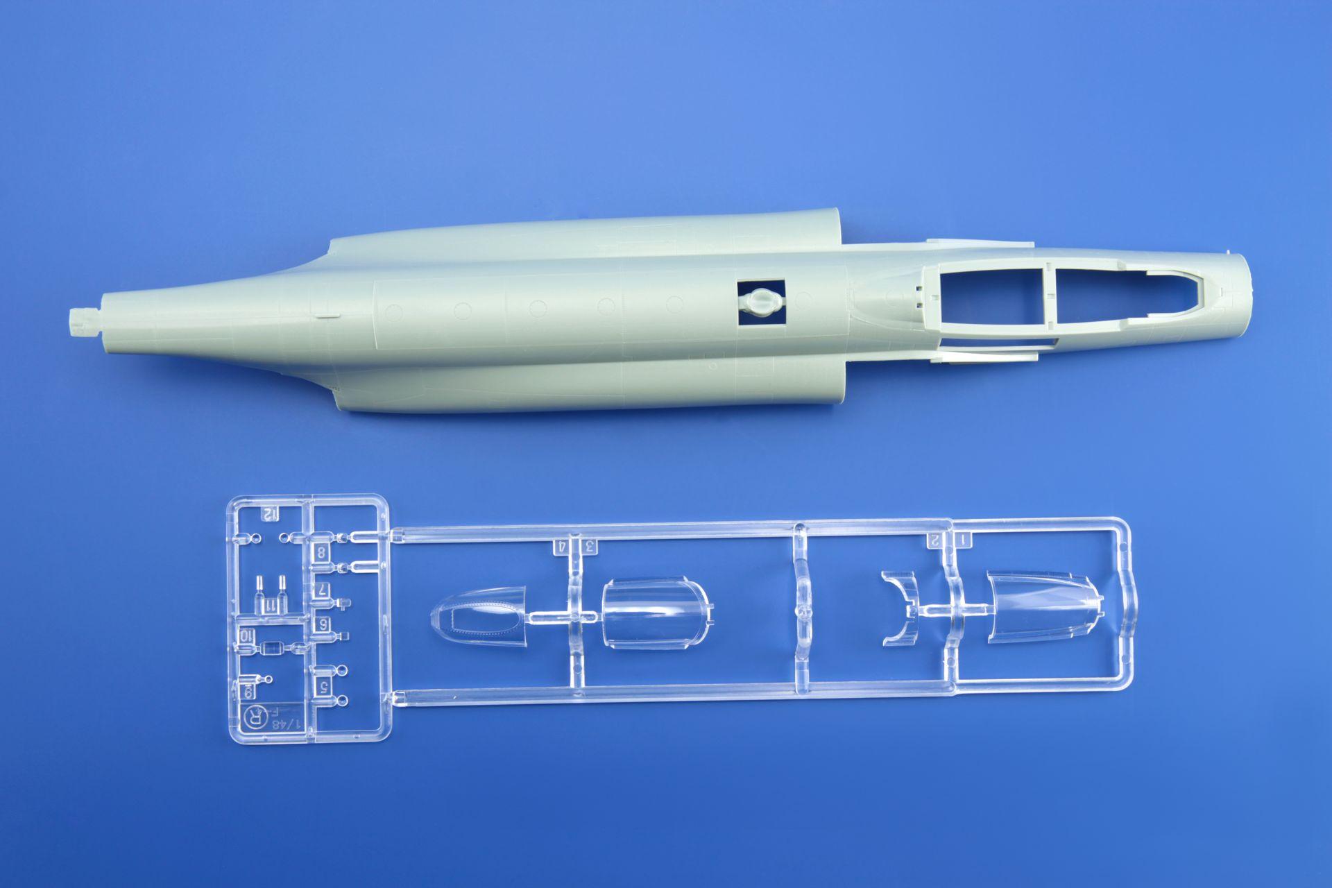maqueta-F4J-1